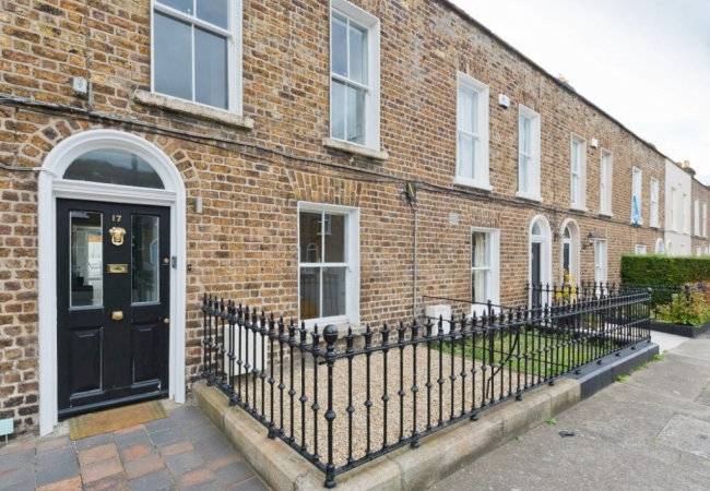 17 Albert Place East, off Grand Canal Street, Dublin 2.